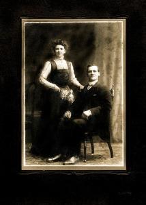 Joe and Annabella Smith Peat 1908