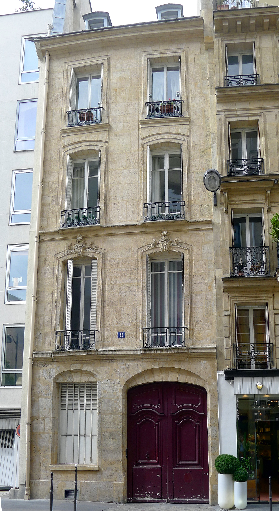 No. 11 Rue de Boloine, Paris.